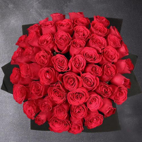 50 punast roosi